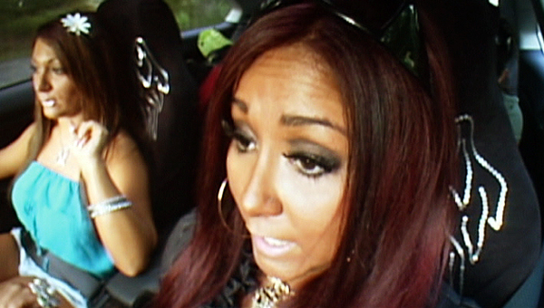 deena and snooki in car