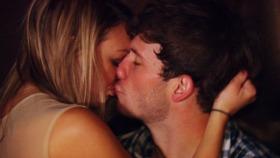 heather kissing dustin